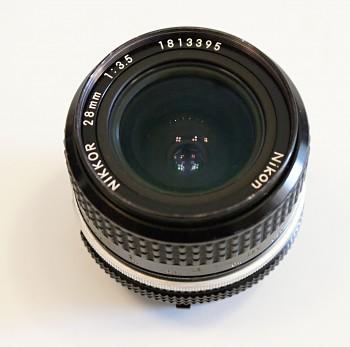 Objektiv Nikon 28mm 3,5 f