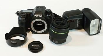 Pentax K5 Tělo + Obj: 18-55mm AL WR DA 1:3,5 - 5.6+ Blesk Yongnup YN 560III set