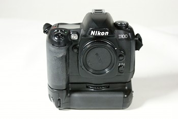 Nikon D100 + grip