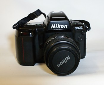 Nikon F90x + Battery Grip MB-10 obj. Nikon 28-70mm 1:3,5-4,5f D