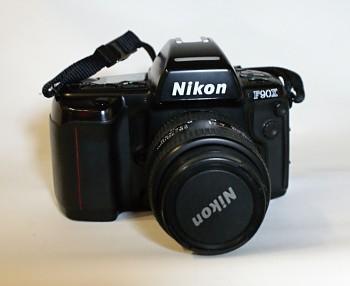 Nikon F90x + Battery Grip MB-10 obj. Nikon 28-70mm 1:3,5-4,5f D