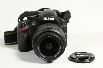 Nikon D3200 + obj-18-55mm 1:3,5-5,6 f G + Brašna