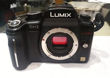 Panasonic Lumix  GH2 + univerzální nabíječka