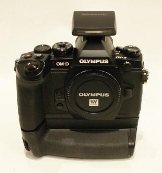 Olympus OM-D E-M1 + Grip HLD-7 + Blesk FL-LM2 + Krabice