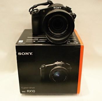 Sony RX-10 + Krabice