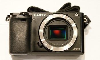 Sony Alpha A6000 tělo + nabíječka
