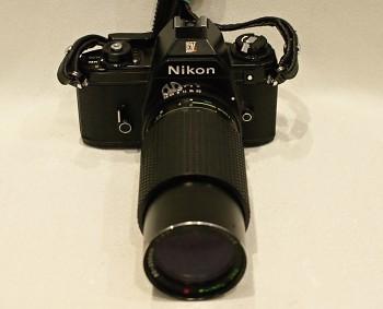 Nikon EM + objektiv Tokina 80-200mm