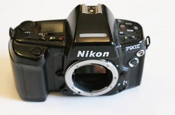 Nikon F-90x Tělo