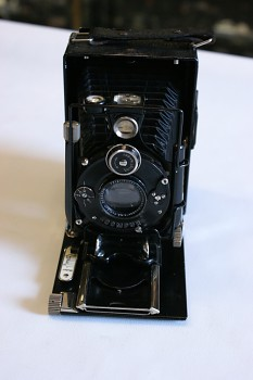 Deskový fotoaparát Voigtlander 6x9 obj: Skopar 1:4,5/105mm+10x kazeta na planfilm + planfilm cca 15 kus