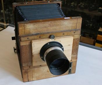 Deskový fotoaparát 18x24 obj:Trioplan 4/300 2x Kazeta
