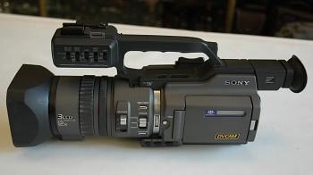 Sony DVCAM 3CCD  DSR-PD 150P + Kufr+ 3x Baterie + Nabiječka